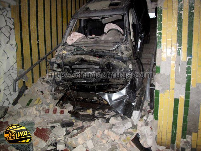Honda Pilot залетел в подземный переход фото-5