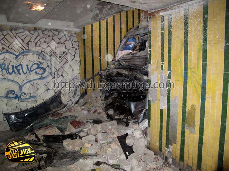 Honda Pilot залетел в подземный переход фото-8