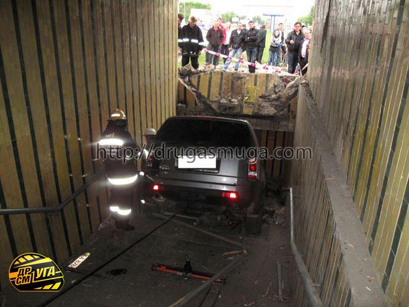 Honda Pilot залетел в подземный переход фото-11